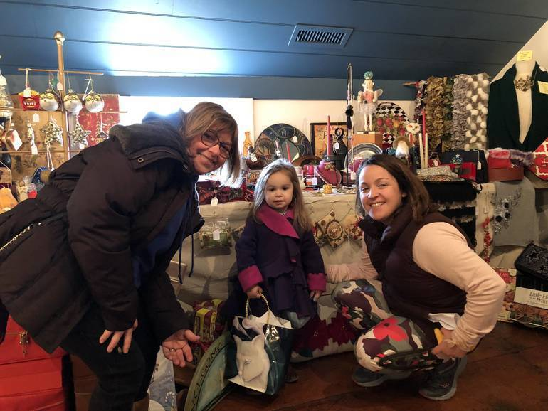 Colonial Christmas Shopping