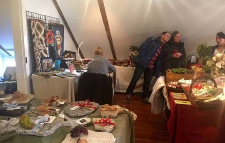 Colonial Christmas merchants