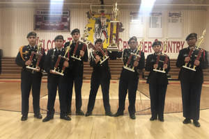 Carousel_image_9c353f3bbd7439aa0399_commanders_and_trophies