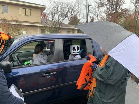 Top story a2854cdb8964049e4e66 cora chandler bellomo distributes bagged treats and crafts at pss halloween drive by halloween event.