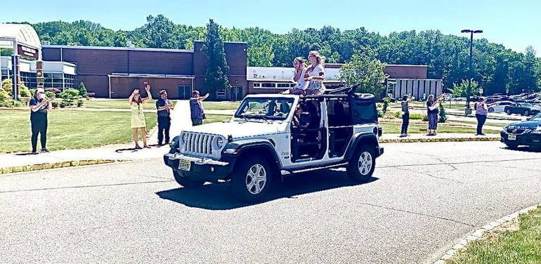 Watchung Hills Claps Out the Class of 2021