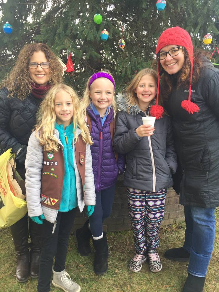 Girl Scouts of Cranford Decorate Cranford Christmas Tree