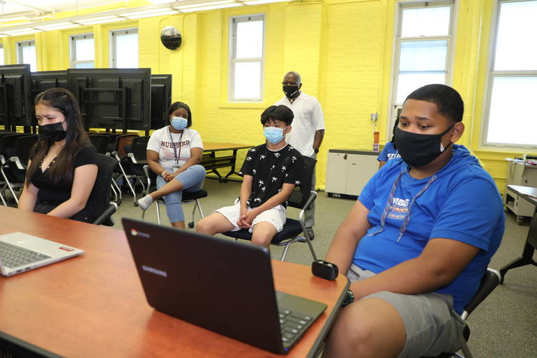 Plainfield Middle School Students View 'Live' Kidney Transplant, Discuss Careers in Medicine