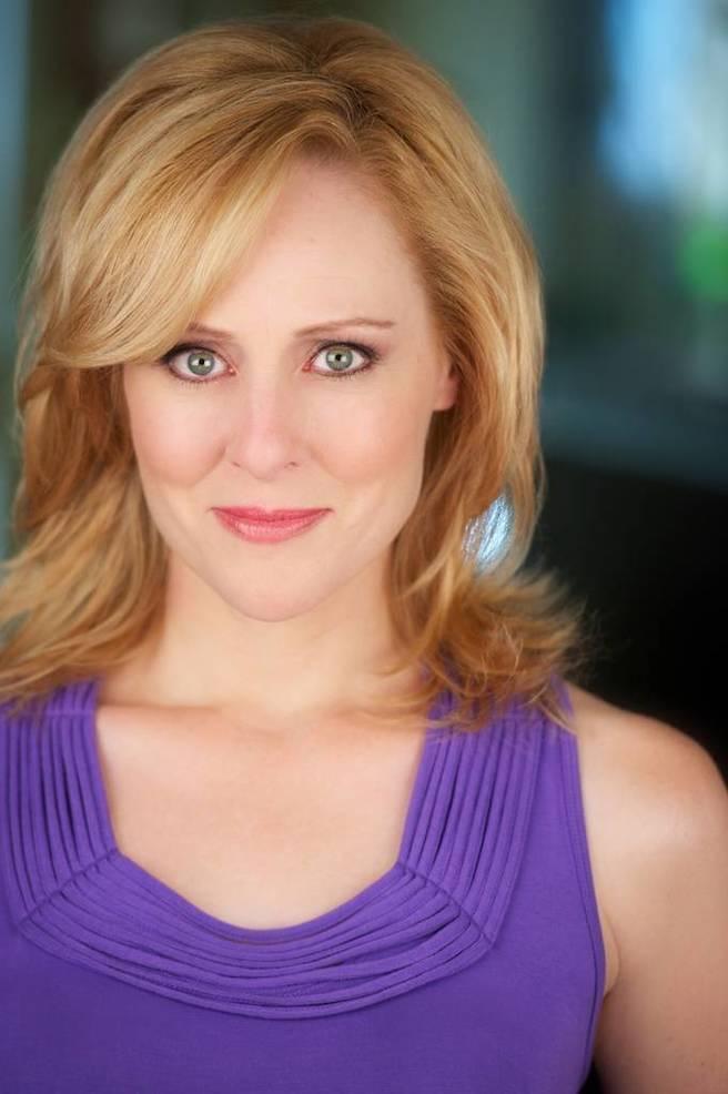 Donna English Headshot.jpg