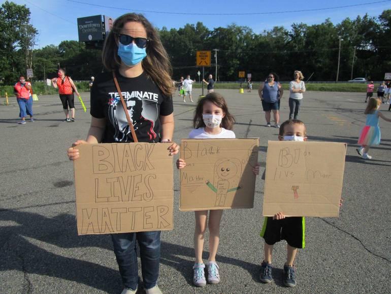 DRR=protestors 2.JPG