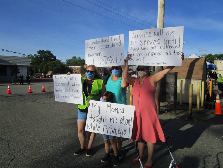 DRR=protestors 5.JPG