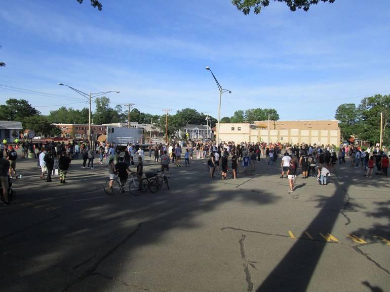 DRR=rally crowd shot 1.JPG