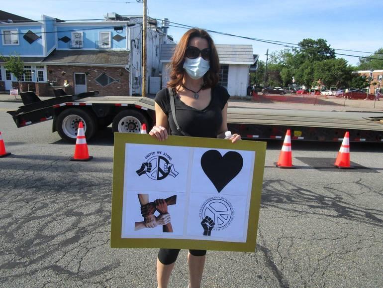 DRR=protestors 1.JPG