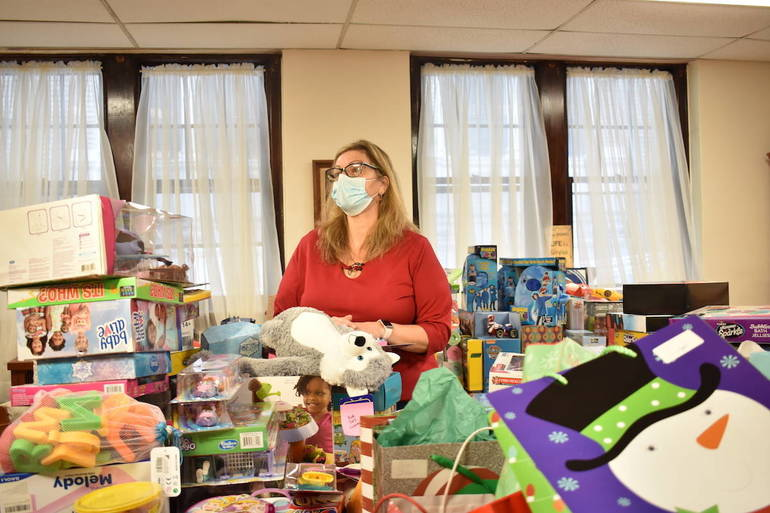 Mercy House in Newark Hands Out Holiday Gifts to Parents in Need