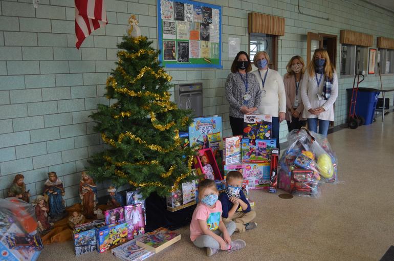Holy Trinity Donates Gifts to Newark Community Outreach Organization