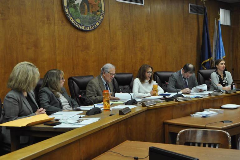 Millburn Township Committee Passes Plastic Bag Ordinance
