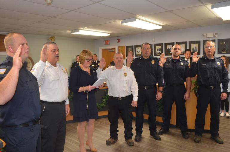Fanwood Mayor Colleen Mahr swears in volunteer firefighters.