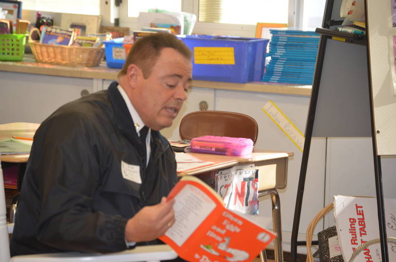 Fanwood police chief Richard Trigo reads Green Eggs and Ham to students at Coles School.