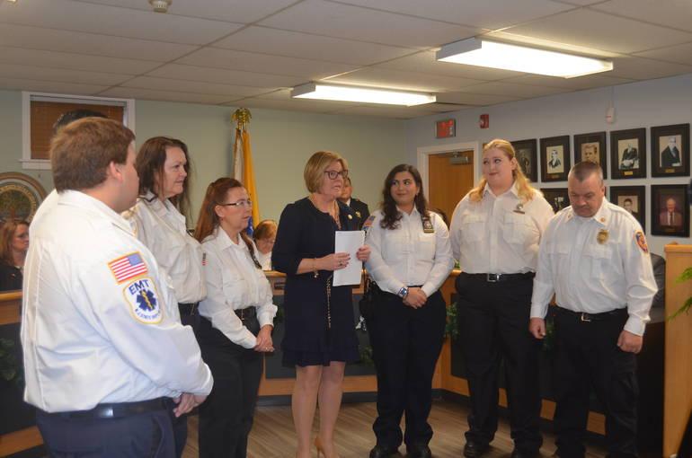 Fanwood Mayor Colleen Mahr swears in volunteer rescue squad members.
