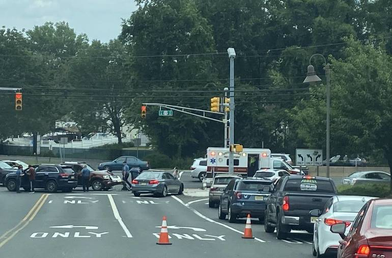 Crash Ties Up Route 22 in Watchung E019440C-193B-4A38-8463-DAD14BE0E0FC.jpeg
