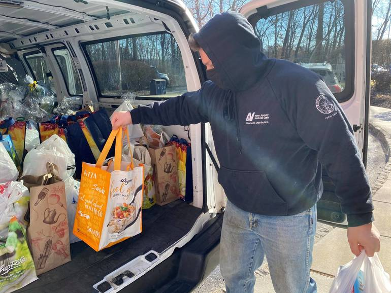 NJNG Donates 375 Lbs. of Food to Lunch Break