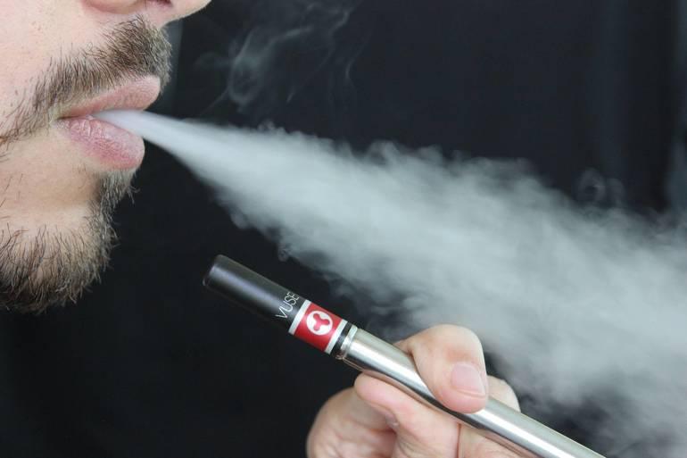 e-cigarette-1301670_1920.jpg