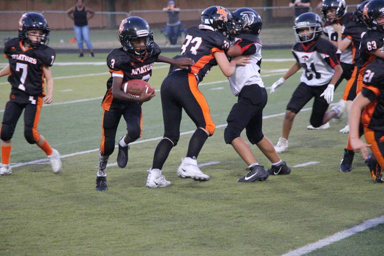 EDIT JUNIORS Baldwin runs while M Napolitano blocks Nipitella qb.jpg