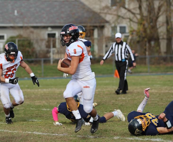 EDIT Rocco runs with ball.jpg
