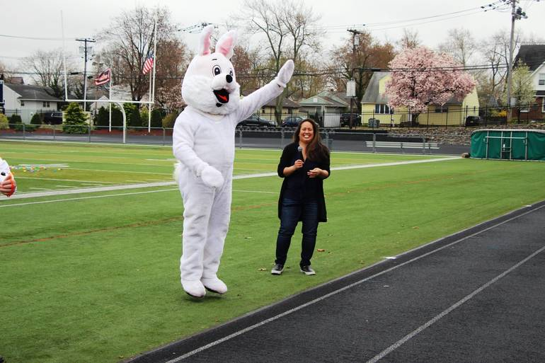 EDIT easter bunny greets the crowd.jpg
