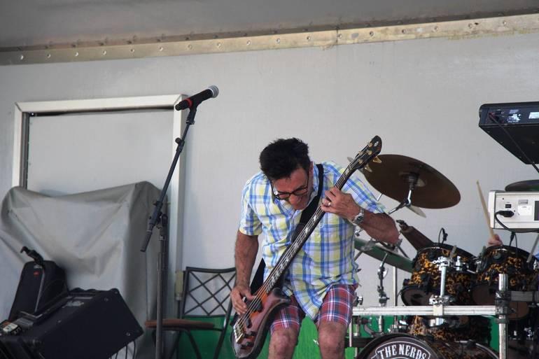 EDIT guitarist.jpg