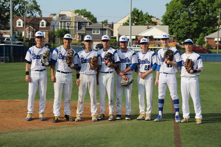 EDIT seniors come off the field together in the top of the inning.jpg