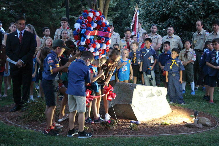 EDIT Scouts laying wreath.jpg