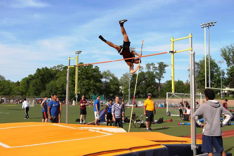 EDIT Hunter pole vault.jpg