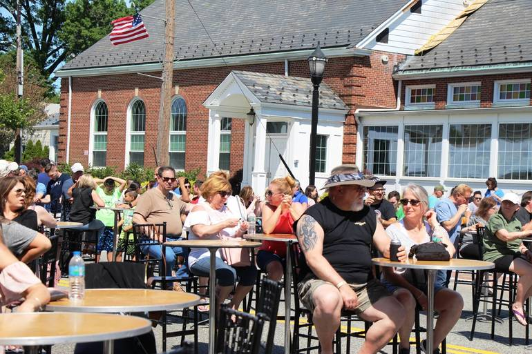 EDIT waiting crowds at table.jpg