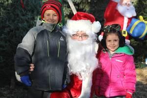 Carousel image 226eb27aeec757ca3a9d edit kids with santa