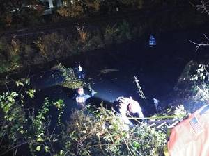 Carousel image 43cea0fdc90197e1a314 edit wallington divers in water riser ditch courtesy hhfd