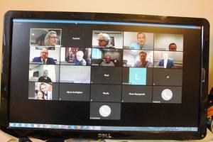 Carousel image 6bfacdde27bd63206bab edit photo of meeting on screen