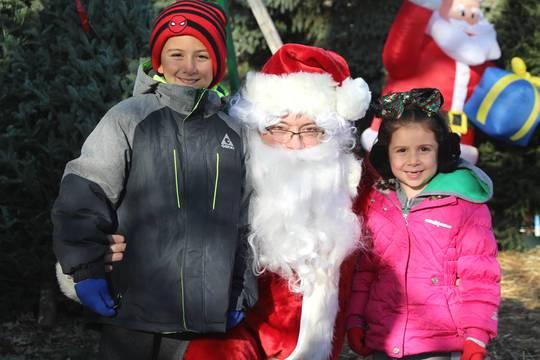 Top story 226eb27aeec757ca3a9d edit kids with santa