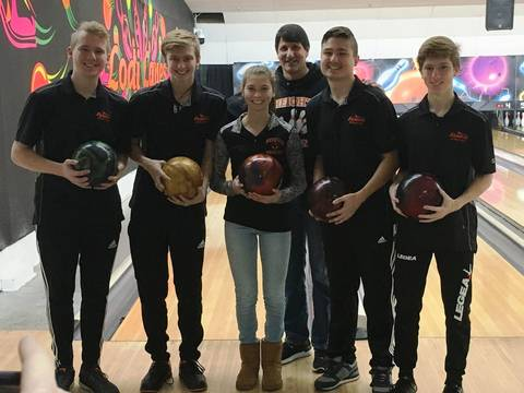 Top story 30b4700b4ce1084e14d6 edit hh bowling team with coach at fdu tourney with coach