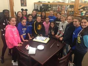 Carousel image 4ade8ad5c1586c9a985a eh ms girls soccer cake