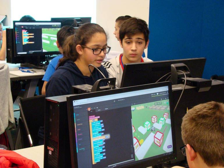 EIS.CyberRobotics Competition 3M.JPG