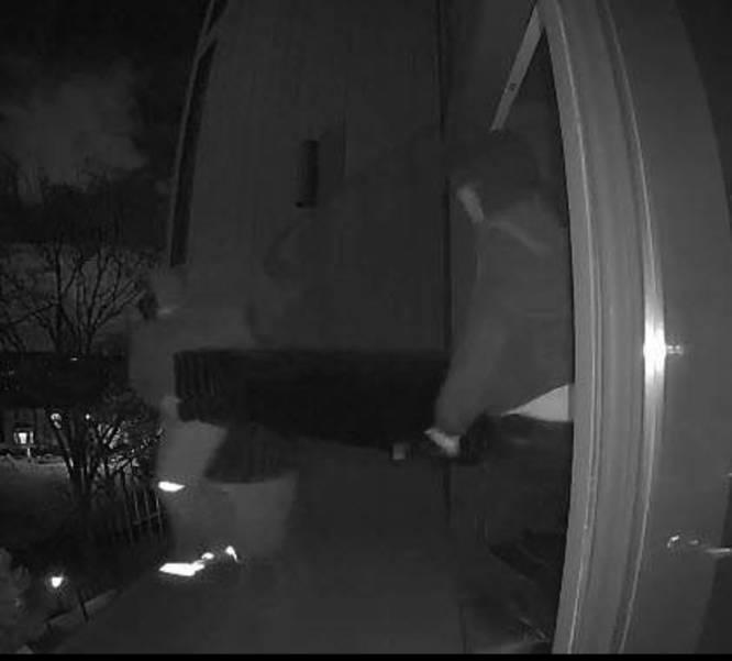 Eileen Drive Burg Suspects 20-04514.jpg