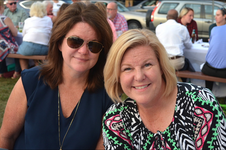Fanwood Mayor Colleen Mahr and her sister.png