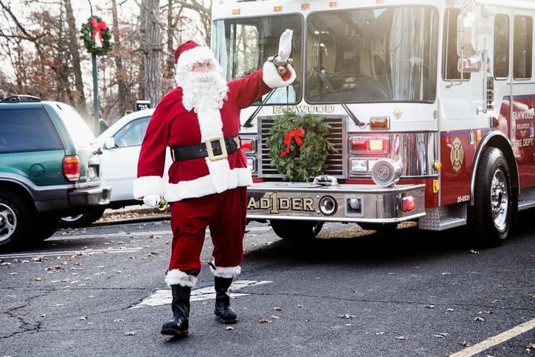 Fanwood Tree 2019 Santa arrives 2019.png