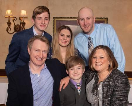 Top story 63bf3a513f37e18b1946 family photo  1