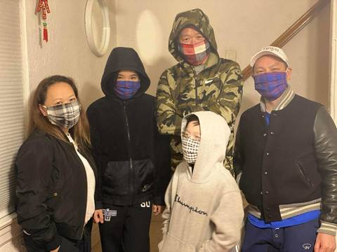Top story 6f947fe2c350a49fe03b family in masks