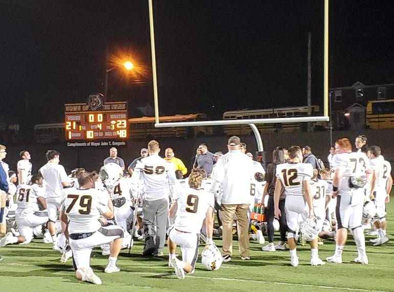 WHRHS Football: Watchung Hills Comes Back to Defeat Linden and Remain UnbeatenFE615632-C592-45CF-94BC-7FA6BE4ACF58.jpeg