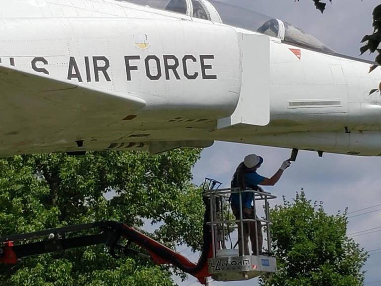 Fighter jet at vets park .jpg