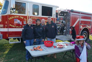 Carousel image 355ffc42c8247abd655a fire department trunk or treat 2016