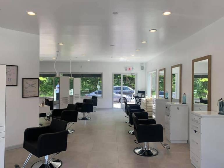 Flo Hair Lounge       3.jpg
