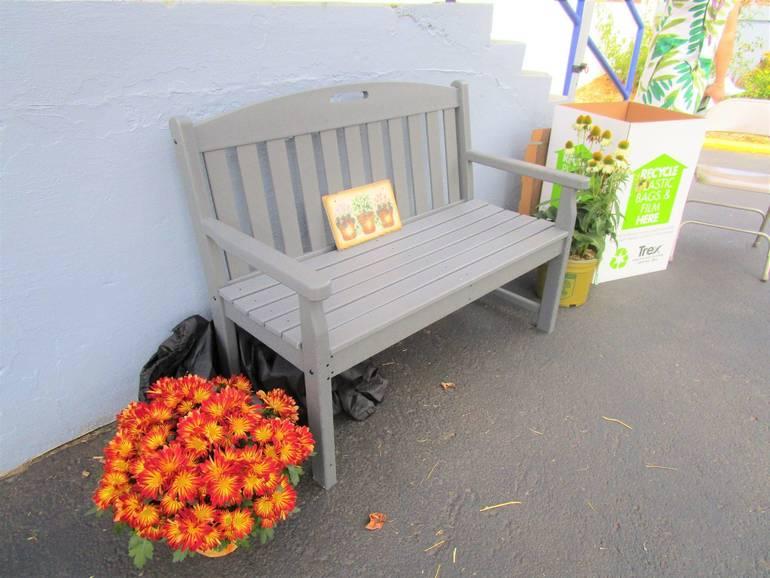 FLVV=plastic bag bench.JPG