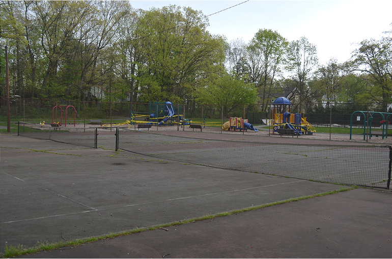 Forest Road Park tennis courts in Fanwood.png