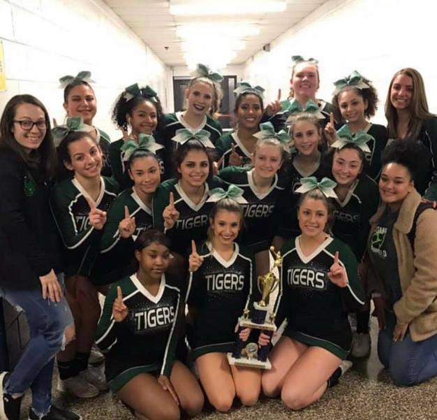 SPHS cheer team