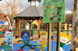 Carousel image 01b8350fafe286d71815 gardner playground 002.jpg