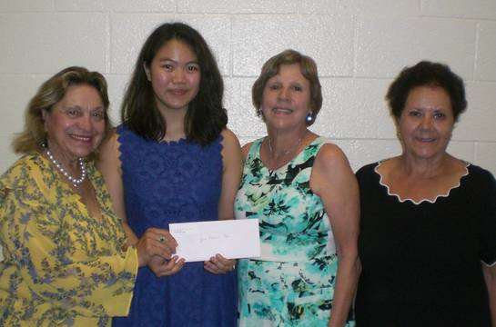 Top story 952712e2b6d58529a432 garden club june 2019 scholarship crop